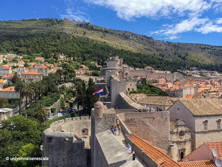 Remparts de Dubrovnik et mont Srd en fond