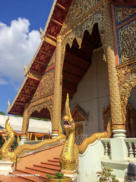 entrée de wihan wat phra singh