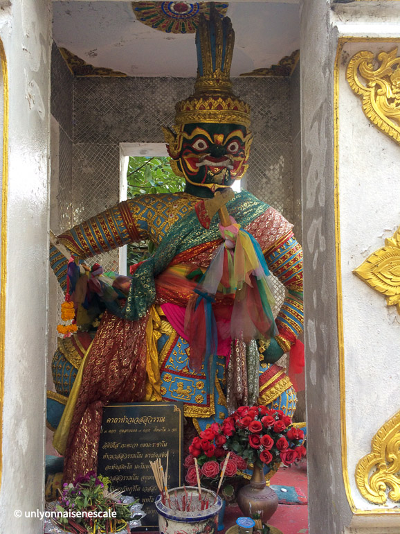 wat phratat doi suthep statue